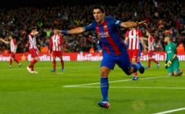 Luis Suarez selebrasi usai mencetak gol ke gawang Atletico Madrid. (REUTERS/Albert Gea)
