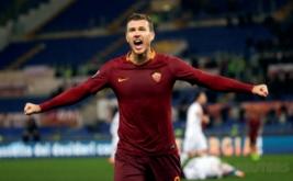 Edin Dzeko selebrasi usai mencetak gol ke gawang Fiorentina. (REUTERS/Max Rossi)