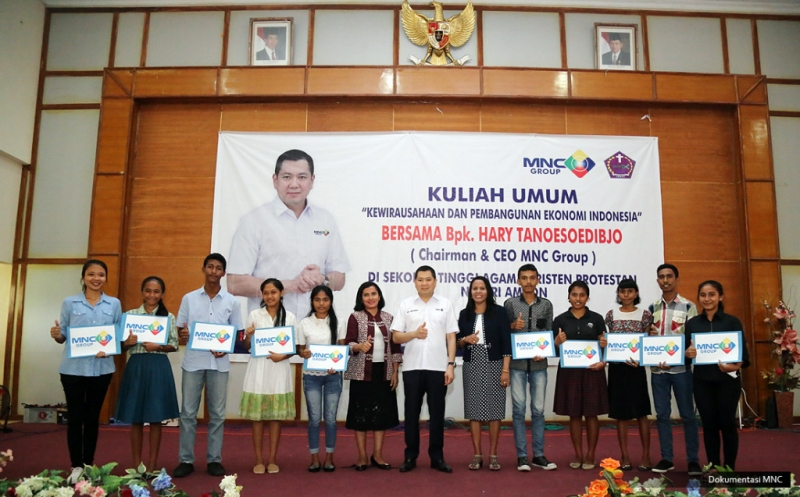 10 Mahasiswa Berprestasi STAKPN Ambon Terima Dana Pendidikan dari Hary Tanoe