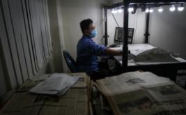 <p>  Karyawan melakukan proses digitalisasi halaman koran di Monumen Pers, Solo, Jawa Tengah, Rabu (8/2/2017).</p>