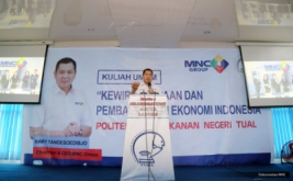 <p>  Chairman & CEO MNC Group Hary Tanoesoedibjo berbagi kiat membangun karier sebagai wirausahawan kepada mahasiswa Politeknik Perikanan Negeri Tual, Maluku Tenggara, Maluku, Kamis (9/2/2017).</p>