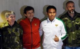 Pelatih Timnas Indonesia Luis Milla (kedua kiri) berfoto bersama dengan tiga Asisten Pelatih Bima Sakti (kedua kanan), Eduardo Perez (kanan), dan Miguel Gandia seusai konferensi pers di Kantor PSSI, Jakarta, Kamis (9/2/2017). Dalam kesempatan itu Luis memaparkan program kerja untuk memajukan timnas Indonesia.