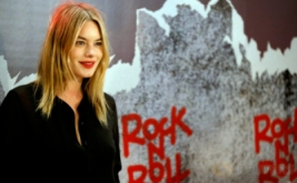 Aktris Cantik Camille Rowe Hadiri Pemutaran Perdana Rock'n Roll