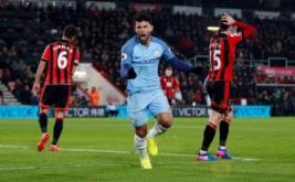 Sergio Aguero (tengah) selebrasi usai mencetak gol ke gawang Bournemouth. (Reuters/Matthew Childs)