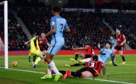 Sergio Aguero (tiga kanan) mencetak gol ke gawang Bournemouth. (Reuters/Matthew Childs Livepic)