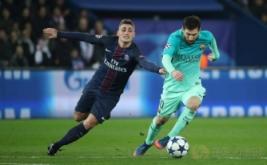 Marco Verratti (kiri) berusaha merebut bola dari kaki Lionel Messi. (Reuters/Christian Hartmann)