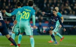 Angel Di Maria mencetak gol ke gawang Barcelona dari tendangan bebas. (Reuters/Benoit Tessier)