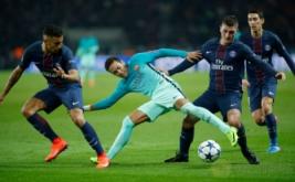Neymar (tengah) dikawal sejumlah pemain Paris Saint Germain. (Reuters/Benoit Tessie)