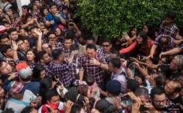 Pasangan Calon Gubernur DKI Jakarta no urut 2 Basuki Tjahaja Purnama (Ahok) dan Djarot Syaiful Hidayat saat meninggalkan rumah kemenangan di Rumah Lembang, Jakarta, Rabu (15/2/2017). Dalam konferensi persnya tim pemenangan Ahok-Djarot mengumumkan kepada relawan dan pendukungnya walau menduduki peringkat pertama dalam quick count, Ahok mengingatkan untuk menunggu keputusan resmi hasil Pilkada dari KPUD DKI Jakarta.
