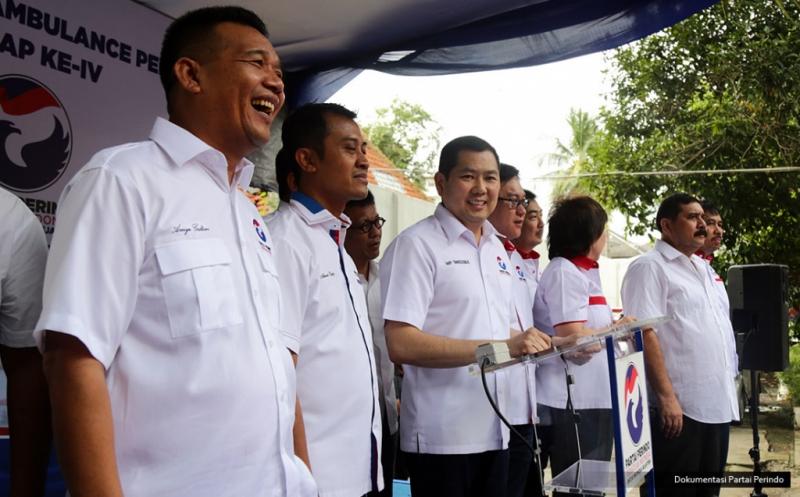 Ketua Umum Partai Perindo Hary Tanoesoedibjo saat melepas 37 Ambulance Perindo di DPP Partai Perindo, Jakarta, Rabu (15/2/2017). Pelepasan ini melengkapi 186 Ambulance Perindo yang melayani masyarakat di seluruh Indonesia.