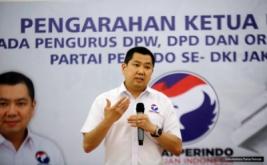 Ketua Umum Partai Perindo Hary Tanoesoedibjo memberikan pengarahan pada acara Konsolidasi DPW, DPD dan sayap Partai Perindo DKI Jakarta di DPP Partai Perindo, Jakarta, Rabu (15/2/2017)