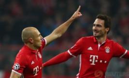 Arjen Robben saat melakukan selebrasi pada pertandingan 16 besar liga Champion Bayern Munchen vs Arsenal yang berakhir keunggulan Bayern Munchen 5-1. Reuters / Michael Dalder