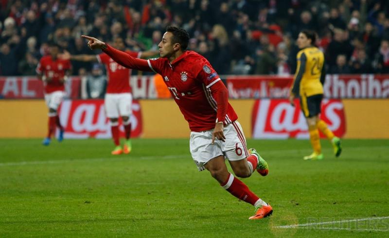 Thiago Alcantara saat melakukan selebrasi usai mencetak gol pada pertandingan 16 besar liga Champion Bayern Munchen vs Arsenal yang berakhir keunggulan Bayern Munchen 5-1. Reuters / Michael Dalder