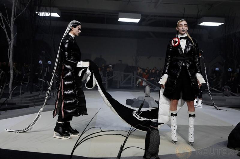 Koleksi Figure Skating dari Desainer Thom Browne di New York Fashion Week