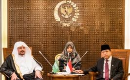 Ketua DPR Setya Novanto (kanan) menerima kunjungan Ketua Majelis Syuro Arab Saudi Syeikh Abdullah bin Muhammad bin Ibrahim Al-Syeikh (kiri) di Nusantara III Komplek Parlemen Senayan, Jakarta, Kamis (16/2/2017). Pertemuan tersebut merupakan kunjungan bilateral antar dua lembaga negara dan tindak lanjut rencana investasi Arab Saudi di Indonesia di bidang pertanian dan infrastruktur maritim.