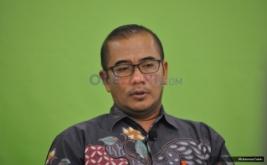 "Anggota KPU Hasyim Asyari saat berdiskusi Redbons yang bertajuk ""Menakar Peta Perpolitikan Pasca Pencoblosan"" di kantor Okezone, Jakarta, Kamis (16/2/2017).Diskusi tersebut membahas tentang Pencoblosan pada Pemilihan Gubernur (Pilgub) DKI Jakarta 2017 telah berakhir."
