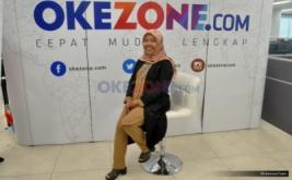 CEO eLcorps Elidawati Alioemar saat hadir dalam acara CEO Talk di Kantor Redaksi Okezone, Gedung iNews, Jln KH. Wahid Hasyim, Jakarta Pusat, Kamis (16/2/2017). Bincang-bincang dengan CEO ini membahas tentang karir Elidawati yang sukses membangun bisnis fashion hijab modest.