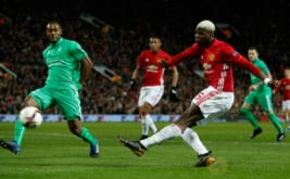Paul Pogba mencetak gol ke gawang Saint Etienne. (Reuters/Andrew Yates)