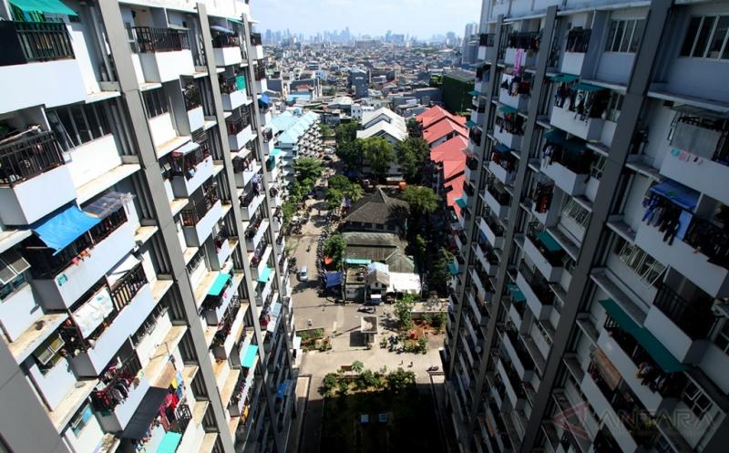 Foto suasana kompleks Rumah Susun Tambora, Jakarta, Jumat (17/2/2017). Pada tahun ini, Pemerintah Provinsi DKI Jakarta akan membangun 4.000 unit rusun di wilayah DKI Jakarta.