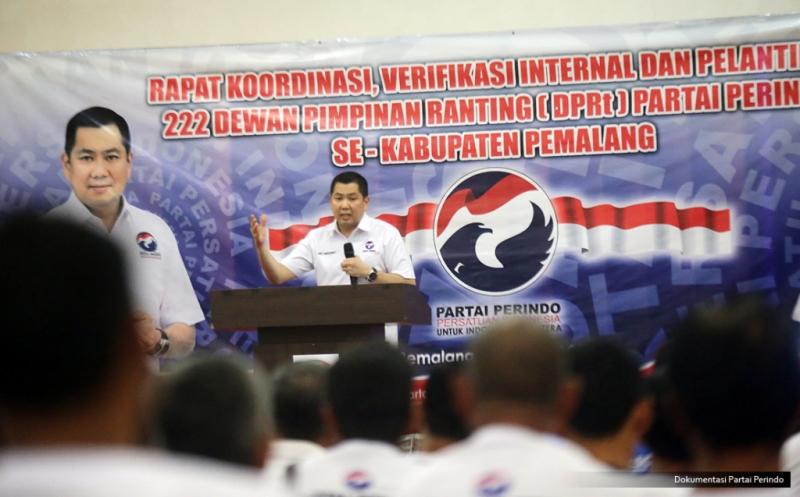 Ketua Umum Partai Perindo Hary Tanoesoedibjo memberikan pengarahan pada acara pelantikan 222 DPRt Partai Perindo Pemalang di Pemalang, Jawa Tengah, Jumat (17/2/2017). Dalam pengarahannya, Hary Tanoe mengajak pengurus yang baru dilantik untuk berjuang bersama-sama memajukan Pemalang dan Indonesia.