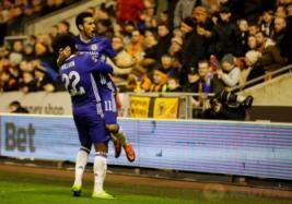 Pemain Chelsea Pedro saat melakukan selebrasi usai mencetak gol ke gawang Wolverhampton pada pertandingan Piala FA di Molineux Stadium, Minggu (19/2/2017) dini hari WIB. Reuters / Darren Staples