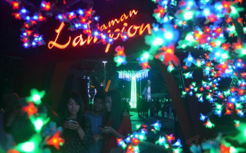 Cuma Rogoh Kocek Rp3.000, Anda Bisa Lihat Indahnya Lampion di Taman Ini