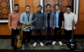 Kandara Band saat berpose sebelum perform pada acara Okezone Goes to Campus di kampus Universitas   Tarumanegara (Untar), Jakarta Barat, Rabu (22/2/2017). Penampilan Yuka dan Kandara sukses menghibur mahasiswa-mahasiswi Untar yang menghadiri acara tersebut.