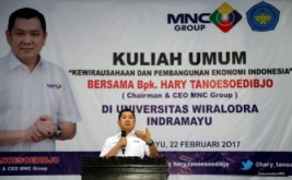 <p>  Chairman & CEO MNC Group Hary Tanoesoedibjo berbagi kisah sukses membangun usaha, saat memberikan kuliah umum di Universitas Wiralodra, Indramayu, Jawa Barat, Rabu (22/2/2017).</p>