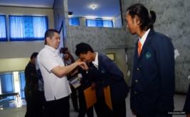 <p>  Sebanyak 10 mahasiswa Universitas Wiralodra, Indramayu, Jawa Barat, menerima dana pendidikan MNC Group yang diberikan langsung Hary Tanoe.</p>