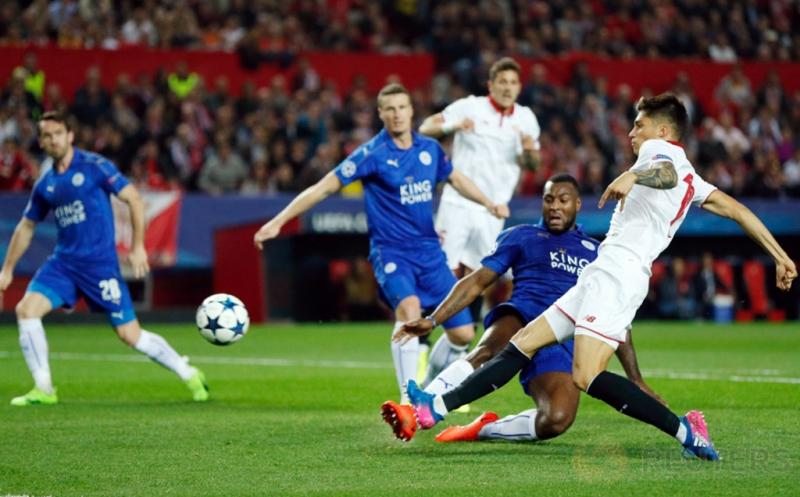 Joaquin Correa mencetak gol ke gawang Leicester City, pada leg pertama babak 16 besar Liga Champions 2016-2017, Kamis (23/2/2017) dini hari WIB. (Reuters/John Sibley)