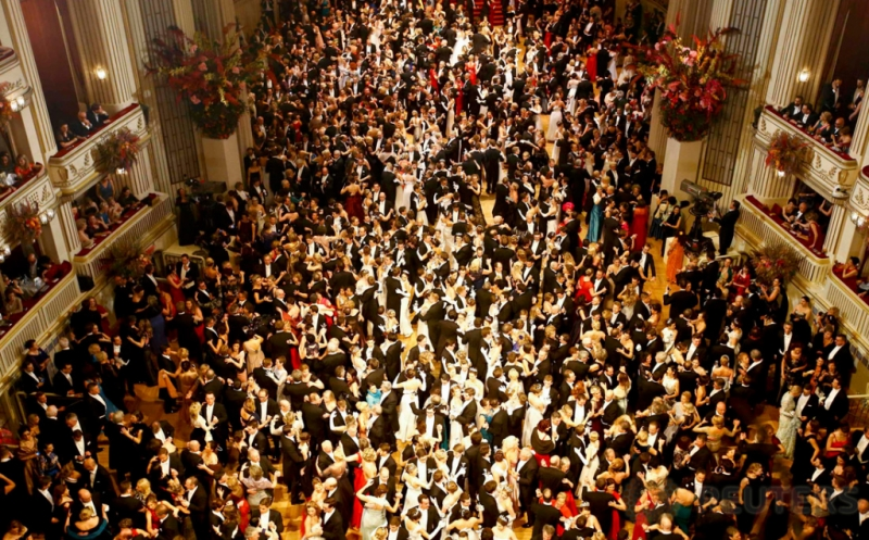 WOW! Ratusan Pasangan Penari Dansa Bersama di Opera Ball Austria