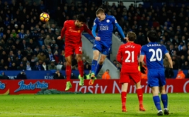 Jamie Vardy (dua kiri) mencetak gol ke gawang Liverpool. (Reuters/Jason Cairnduff)
