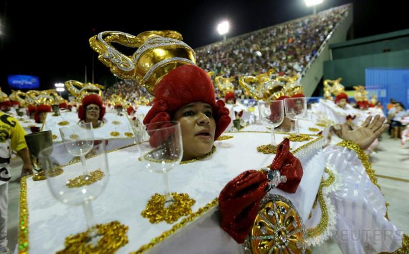 Warna Warni Parade Kostum Karnaval Samba di Brasil