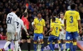 Gareth Bale (dua kanan) diganjar kartu merah pada laga pekan ke-25 La Liga Spanyol, di Santiago Bernabeu, Kamis (2/3/2017) dini hari WIB. (REUTERS/Sergio Perez)