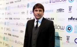 Pelatih Chelsea, Antonio Conte menghadiri acara London Football Awards 2017. Conte terpilih sebagai pelatih terbaik pada ajang tersebut. (Reuters/Matthew Childs)
