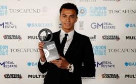 Playmaker Tottenham Hotspur, Dele Alli memegang penghargaan London Football Awards 2017. Dele Alli terpilih sebagai pemain muda terbaik pada ajang tersebut. (Reuters/Matthew Childs)