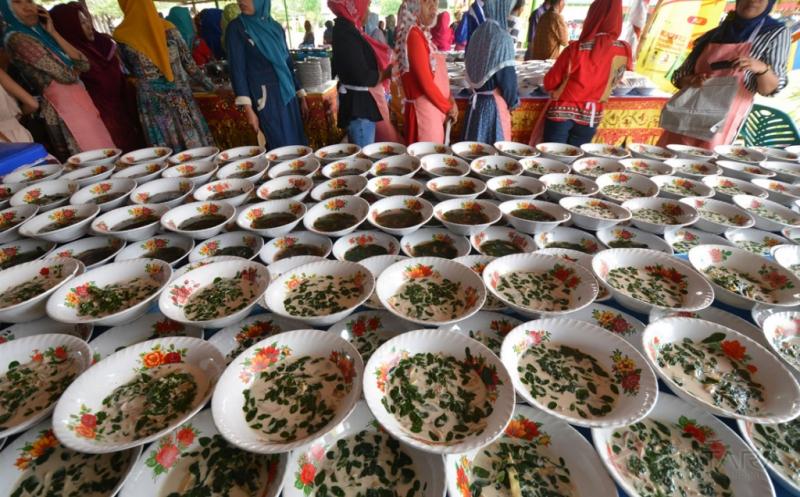 5.500 Mangkuk Sayur Kelor Siap Disantap Bersama