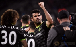 Diego Costa selebrasi usai mencetak gol ke gawang West Ham United pada pekan ke-27 Premier League di London Stadium, Selasa (7/3/2017) dini hari WIB. (Reuters/Toby Melville)