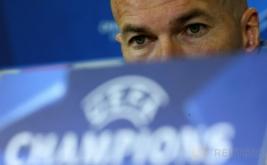 """Pelatih Real Madrid Zinedine Zidane memberikan keterangan pada konferensi pers di Napoli, Italia, Selasa (7/3/2017) dini hari WIB. Zidane mengatakan, timnya akan bermain """"cerdas"""" saat menghadapi Napoli pada leg kedua babak 16 besar Liga Champions, Rabu 8 Maret 2017 dini hari WIB. (REUTERS/Alessandro Bianchi)"""