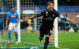 Sergio Ramos selebrasi usai mencetak gol ke gawang Napoli pada leg kedua babak 16 besar di Stadion San Paolo, Naples, Italia, Rabu (8/3/2017) dini hari WIB. (REUTERS/Ciro De Luca)