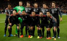 Para pemain Bayern Munich berpose sebelum pertandingan kontra Arsenal. (Reuters/John Sibley)