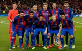 Para pemain Barcelona berpose sebelum bertanding melawan Paris Saint-Germain (PSG) pada pertandingan kedua babak 16 besar Liga Champions di Stadion Camp Nou, Kamis (9/3/2017) dini hari WIB. (Reuters/Sergio Perez)