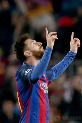 Lionel Messi melakukan selebrasi setelah mencetak gol ke gawang PSG pada leg kedua babak 16 besar Liga Champions 2016-2017 di Stadion Camp Nou, Barcelona, Spanyol, Kamis (9/3/2017) dini hari WIB. (Reuters/Albert Gea)