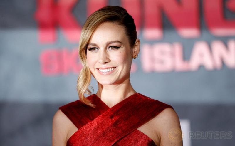 Brie Larson Tampil Cantik dalam Balutan Busana Merah