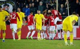 Para pemain Manchester United merayakan gol yang dicetak Henrikh Mkhitaryan pada leg pertama babak 16 besar Liga Eropa musim 2016-2017, Jumat (10/3/2017) dini hari WIB. (Reuters/Grigory Dukor)