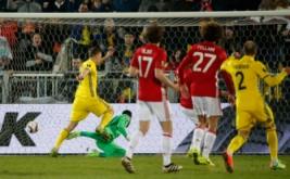 Aleksandr Bukharov mencetak gol ke gawang Manchester Untied pada leg pertama babak 16 besar Liga Eropa musim 2016-2017, Jumat (10/3/2017) dini hari WIB. (Reuters/Grigory Dukor)