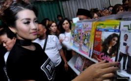 Tinjau Toko CD, Artis dan Seniman Musik Blusukan ke Glodok