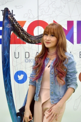 "Harpis Cantik Jebolan X Factor Indonesia ""Hipnotis"" Redaksi Okezone"