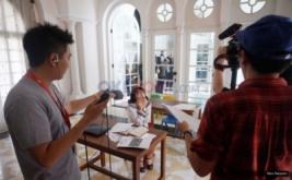 <p>  <br />  Para kreator menggunakan fasilitas gratis untuk pembuatan video saat pembukaan YouTube Space Pop Up di Rumah Maroko, Menteng, Jakarta.</p>