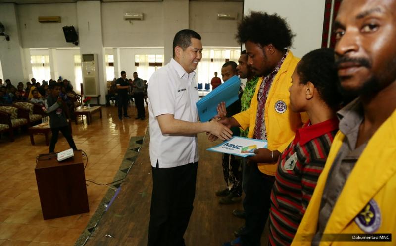 Hary Tanoe Berikan Dana Pendidikan untuk Mahasiswa Universitas Papua